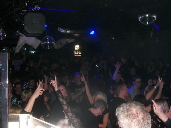 Bild: feiernde Gäste auf der Depeche Mode Party Göttingen im November 2019