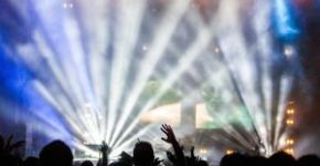 Artikelbild: Die Historie elektronischer Popmusik